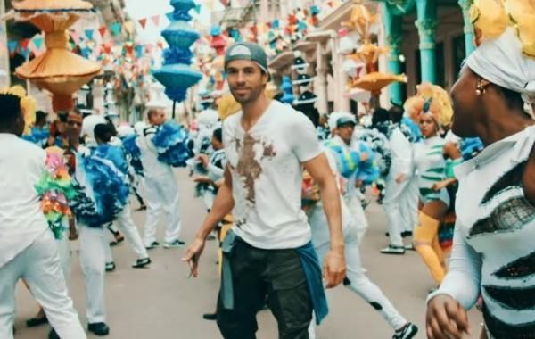 Enrique Iglesias estrena vídeo y single, 'Súbeme La Radio', junto a Descemer Bueno y Zion & Lennox