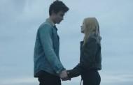 Shawn Mendes estrena su particular historia de amor, con el vídeo de 'There's Nothing Holdin' Me Back'